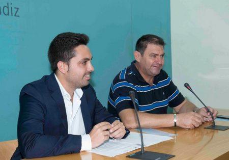 El diputado provincial Antonio González y el alcalde de Espera, Pedro Romero, en la presentación de la Noche en Blanco.
