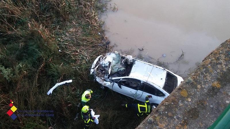 Una mujer fallece al caer su vehículo al río Guadalete desde un puente a una altura de 20 metros, en el término de Villamartín