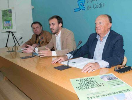 El director de la UNED de Cádiz, Manuel Barea, el diputado provincial Daniel Moreno y el alcalde de Olvera, Francisco Párraga.