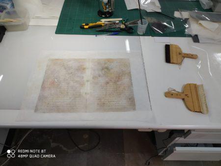 Protocolos notariales centenarios de Arcos de la Frontera, en el proceso de restauración por el Archivo Histórico Provincial de Cádiz.