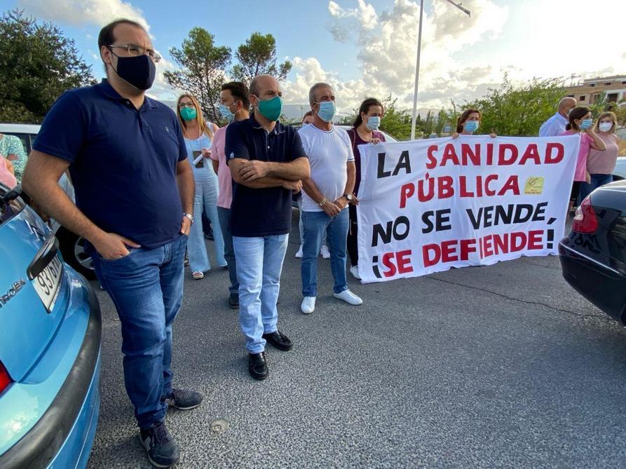 Cargos públicos de Izquierda Unida de la Sierra, en la protesta.