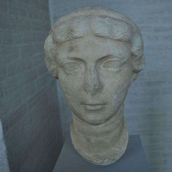 Busto de Antonia Minor.