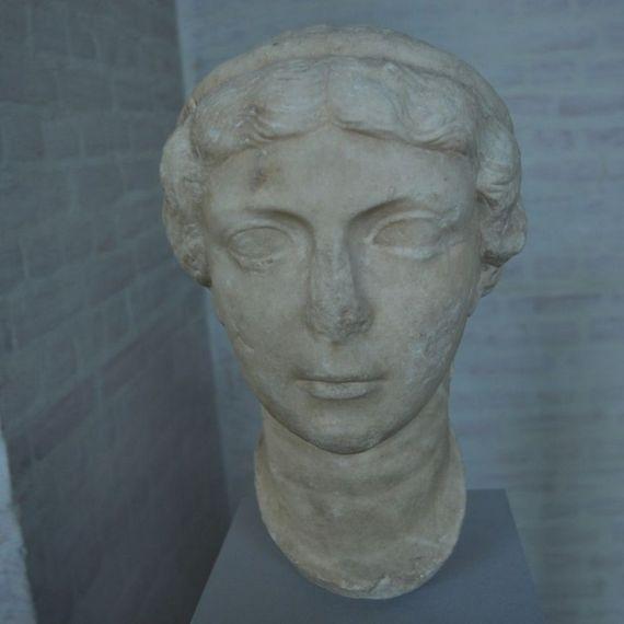 Busto de Antonia Minor.
