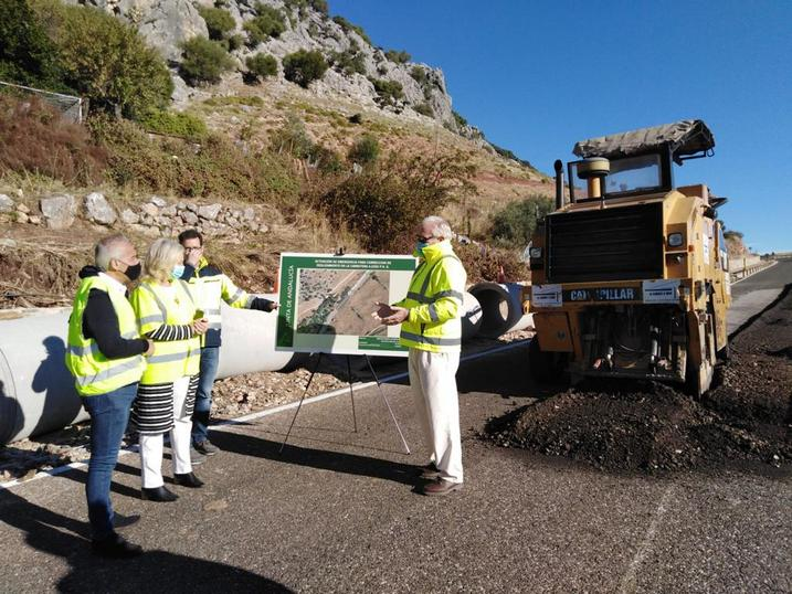Mercedes Colombo supervisa el inicio de las obras de la carretera A-2302.