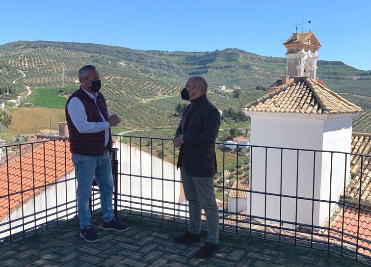 El diputado provincial Manuel Chacón y el alcalde de Torre Alháquime, Pedro Barroso.