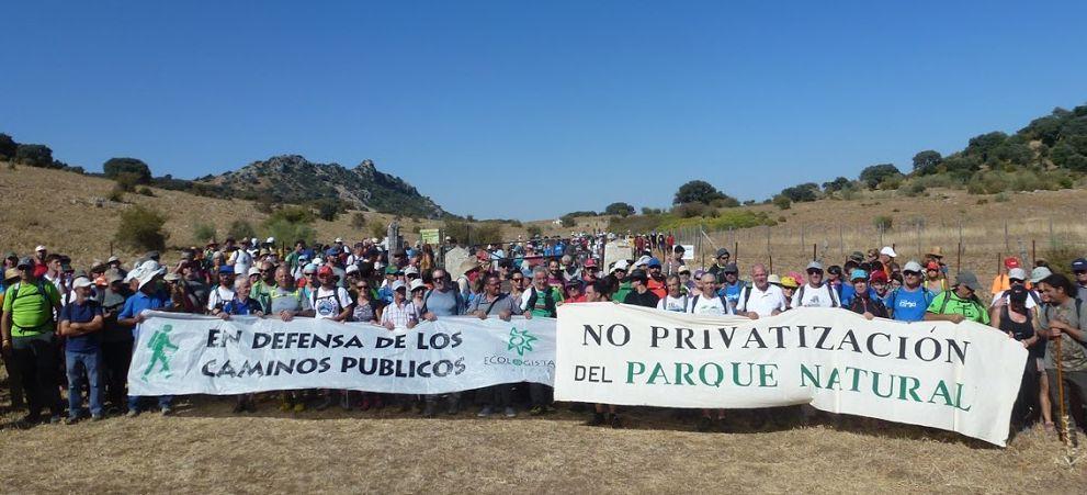 una de las marchas para reivindicar la apertura de los caminos públicos de la Sierra.
