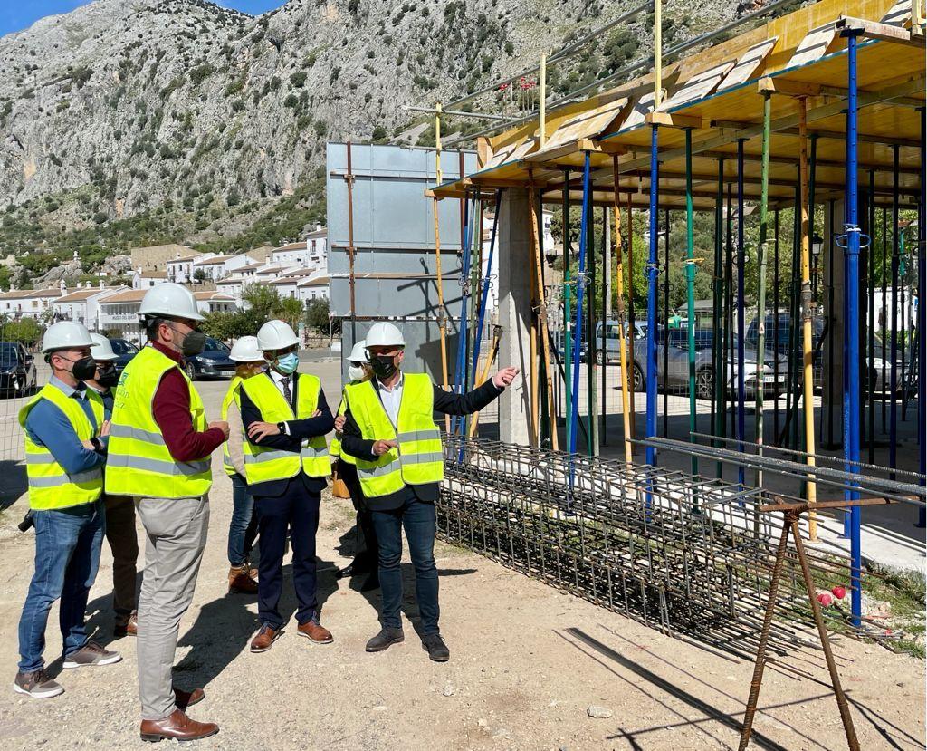 Visita a la obra de construcción de la residencia de ancianos en Villaluenga.