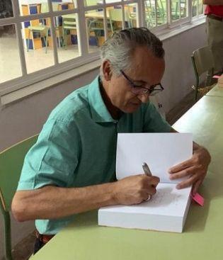 Rafael Ramos, en una firma de libros.