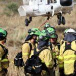 Unos mil efectivos combaten el incendio de Sierra Bermeja